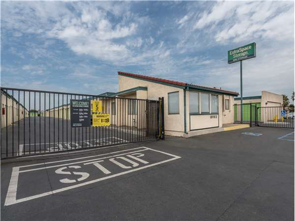 Beau Entry To Extra Space Storage Facility Near Cota St In Corona, ...