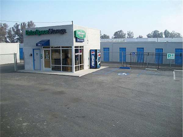 Image of Extra Space Storage Facility on 4600 Buck Owens Blvd in Bakersfield, CA