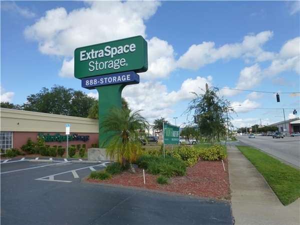Image of Extra Space Storage Facility on 2501 22nd Ave N in St Petersburg, FL
