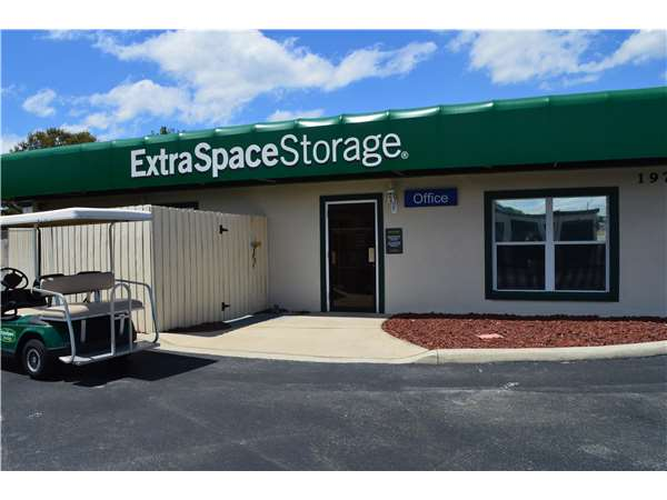 Image of Extra Space Storage Facility on 1970 South Highway 27 in Clermont, FL