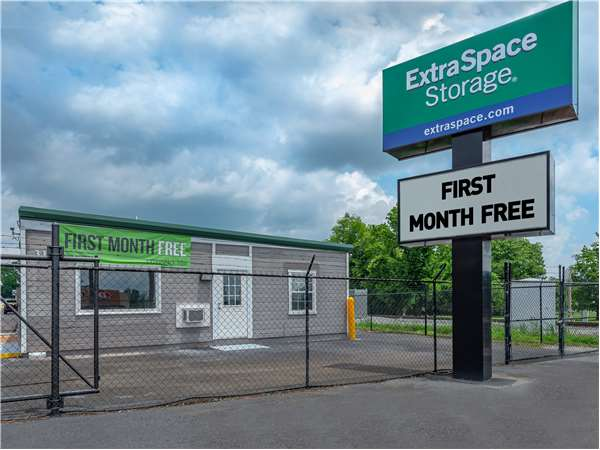 Image of Extra Space Storage Facility on 315 Oakwood Ave NE in Huntsville, AL
