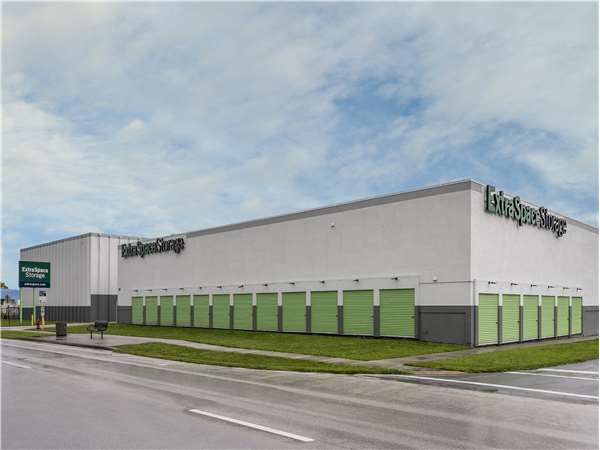 Image of Extra Space Storage Facility on 800 NW 31st Ave in Pompano Beach, FL