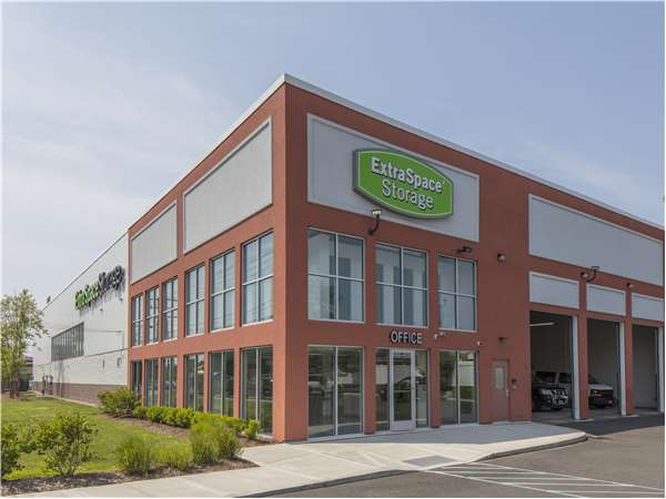 Image of Extra Space Storage Facility on 2030 Linden Blvd in Elmont, NY
