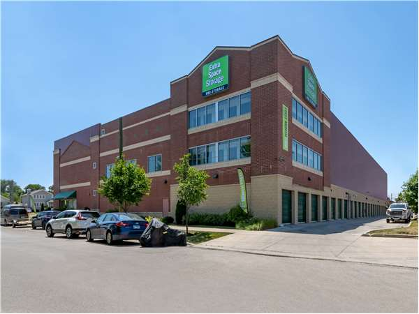 Image of Extra Space Storage Facility on 6500 W Dakin St in Chicago, IL