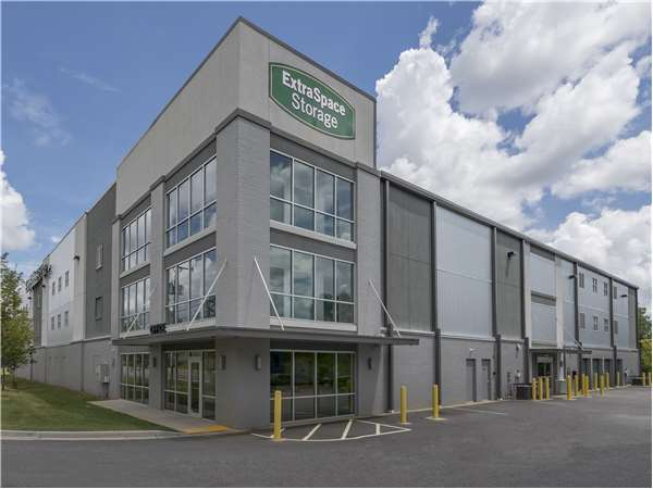 Image of Extra Space Storage Facility on 401 Dunbar St in Greenville, SC