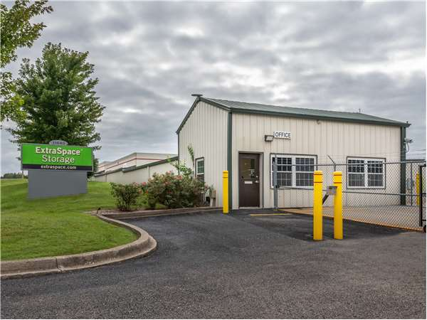Image Of Extra Space Storage Facility On 11440 Blankenbaker Access Dr In  Louisville, KY