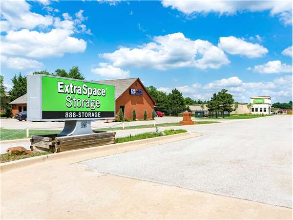 Edmond Storage Units At 820 S Kelly Ave Extra Space Storage