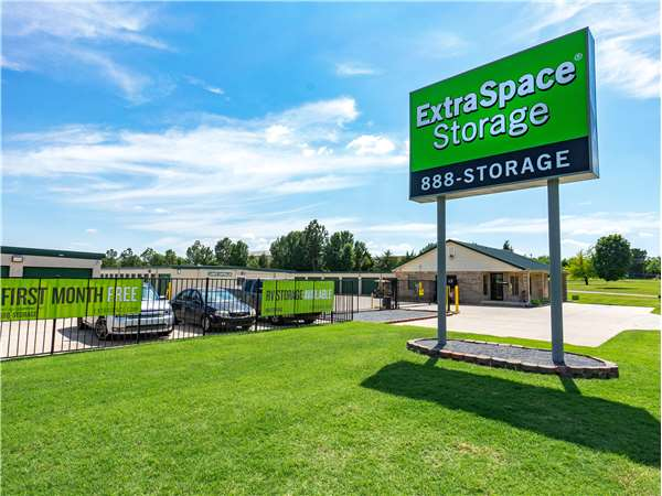 Image of Extra Space Storage Facility on 11444 SW 15th St in Yukon, OK