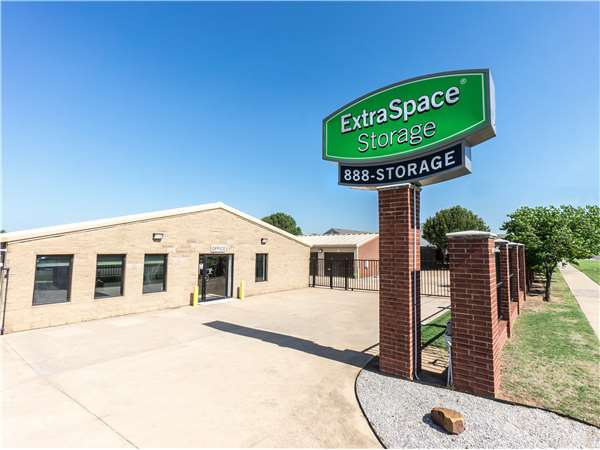Image of Extra Space Storage Facility on 2100 24th Ave SE in Norman, OK