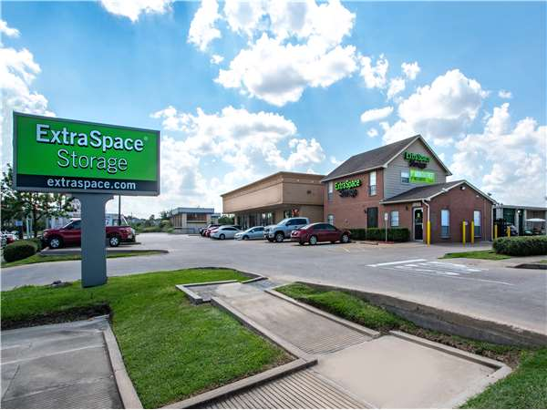 Image of Extra Space Storage Facility on 10220 Beechnut St in Houston, TX