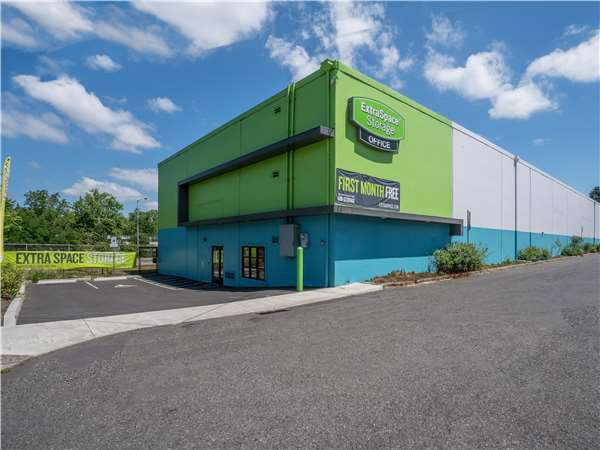 Image of Extra Space Storage Facility on 1645 NE 72nd Ave in Portland, OR