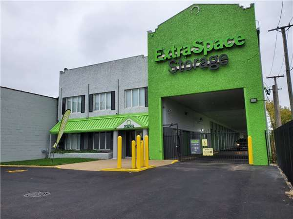Image of Extra Space Storage Facility on 5921 S Western Ave in Chicago, IL