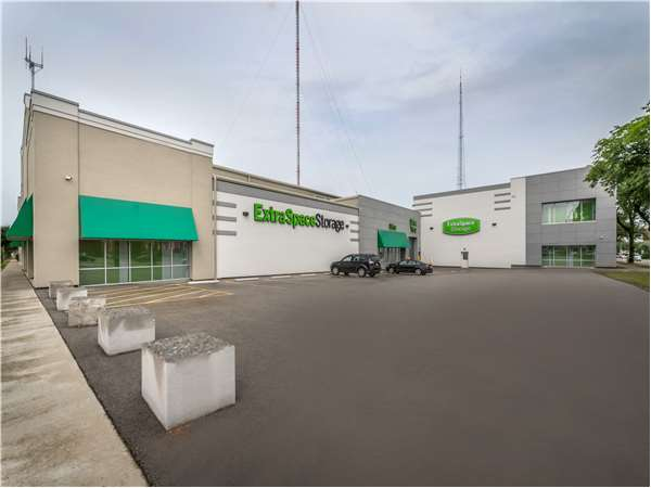 Image of Extra Space Storage Facility on 532 E Capitol Dr in Milwaukee, WI