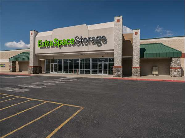 Image of Extra Space Storage Facility on 1318 N 1075 W in Farmington, UT