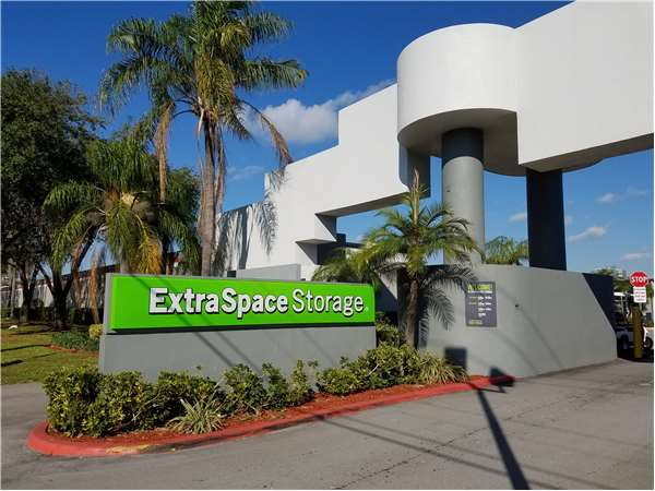 Image of Extra Space Storage Facility on 189 Linton Blvd in Delray Beach, FL