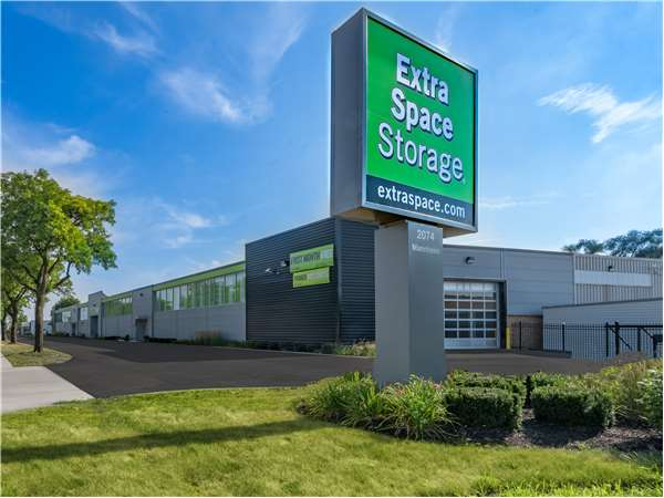 Image of Extra Space Storage Facility on 2074 Mannheim Rd in Des Plaines, IL