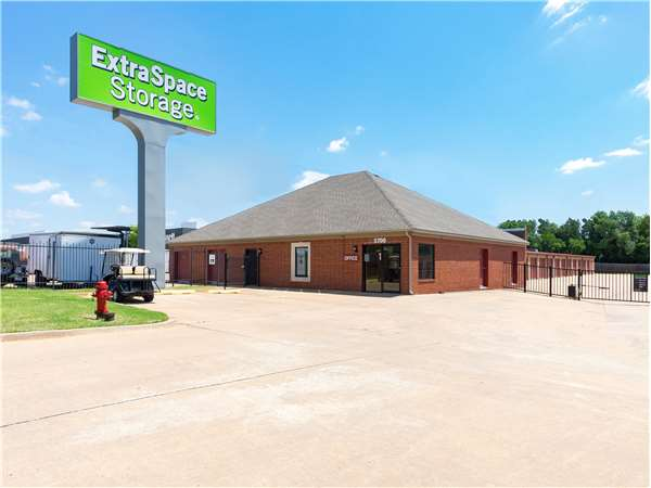 Image of Extra Space Storage Facility on 5700 N Classen Blvd in Oklahoma City, OK