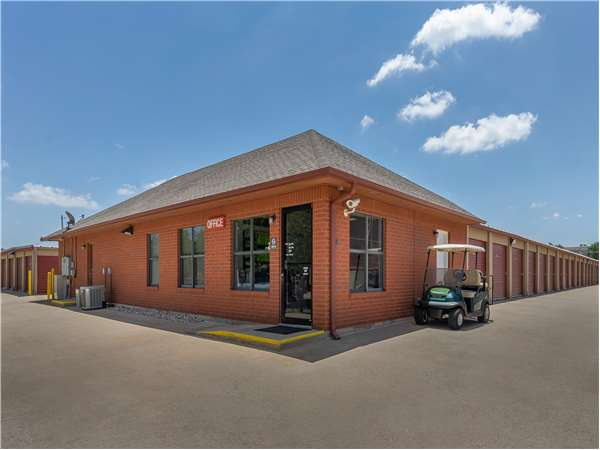 Image of Extra Space Storage Facility on 2828 NW 62nd St in Oklahoma City, OK