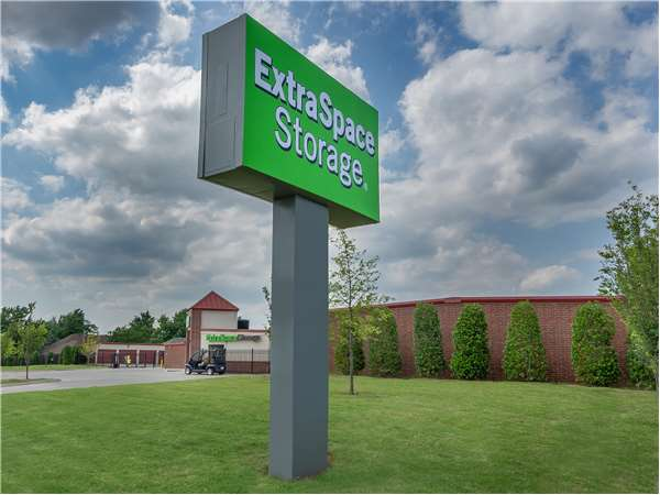 Image of Extra Space Storage Facility on 11033 Quail Creek Rd in Oklahoma City, OK