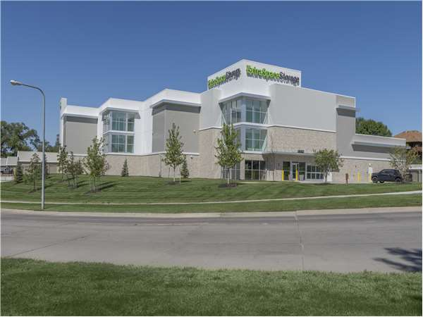 Image of Extra Space Storage Facility on 20302 Farnam St in Elkhorn, NE