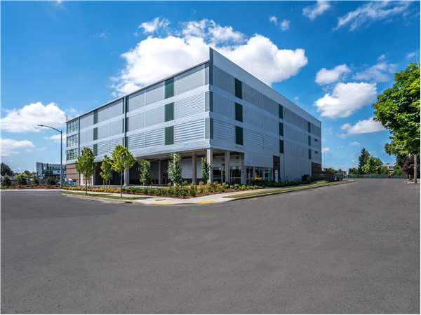 Image of Extra Space Storage Facility on 989 NE 61st Ave in Portland, OR
