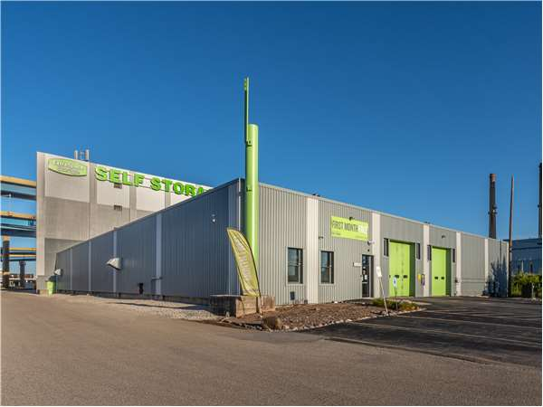 Image of Extra Space Storage Facility on 999 W Mt Vernon Ave in Milwaukee, WI