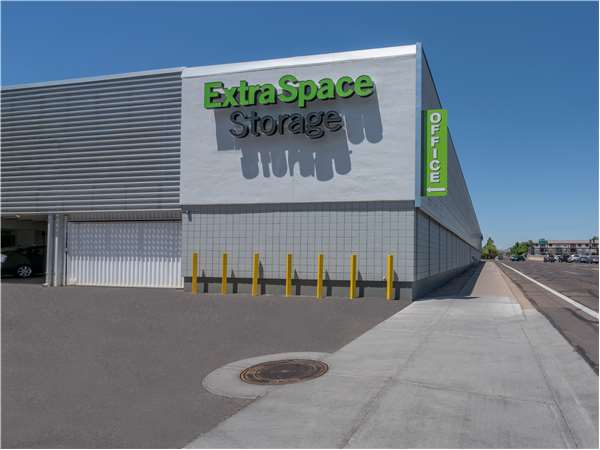 Image of Extra Space Storage Facility on 301 W Indian School Rd in Phoenix, AZ