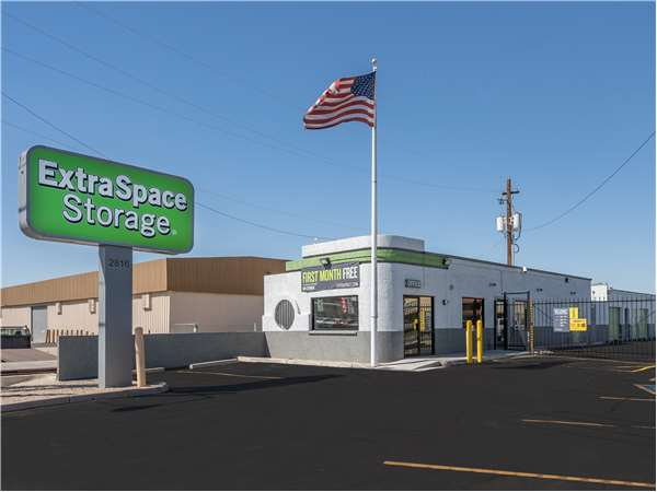 Image of Extra Space Storage Facility on 2816 W Thomas Road in Phoenix, AZ