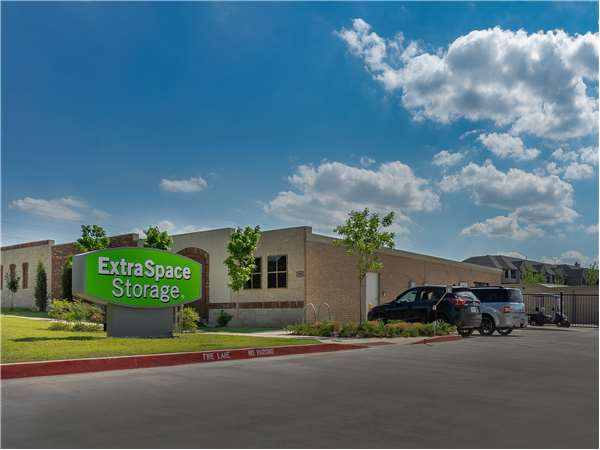 Image of Extra Space Storage Facility on 1401 N Coltrane Rd in Edmond, OK