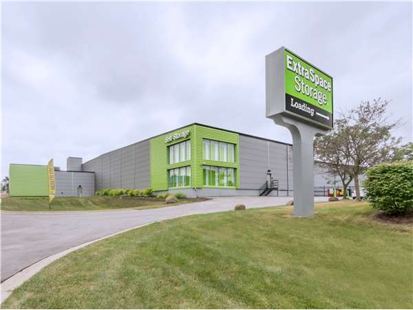 Image of Extra Space Storage Facility on 1N372 Main St in Glen Ellyn, IL