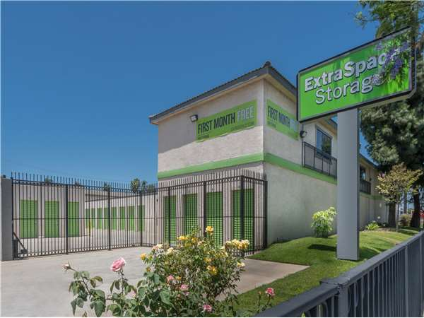 Image of Extra Space Storage Facility on 305 S Long Beach Blvd in Compton, CA