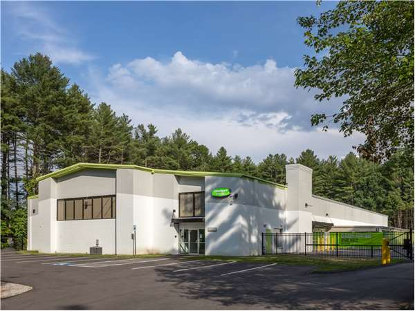 Image of Extra Space Storage Facility on 596 W Hollis St in Nashua, NH