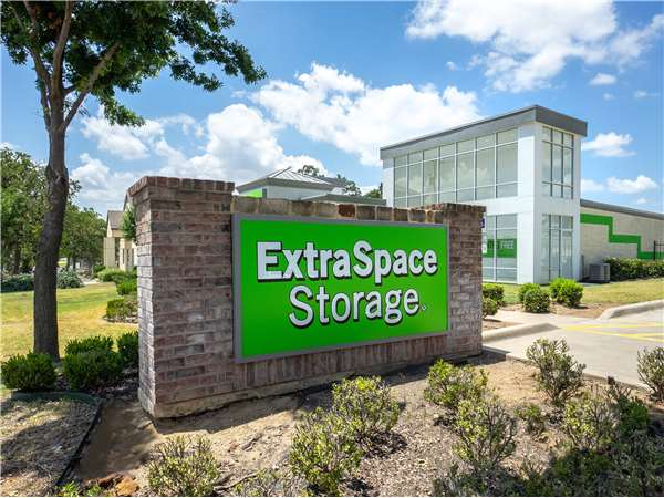 Image of Extra Space Storage Facility on 1928 Brumlow Ave in Southlake, TX