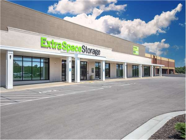 Image of Extra Space Storage Facility on 5350 N Chouteau Trfy in Kansas City, MO