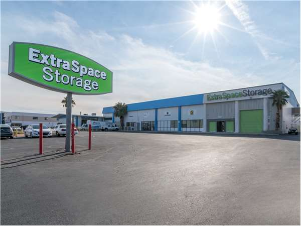 Image of Extra Space Storage Facility on 6740 Boulder Hwy in Las Vegas, NV