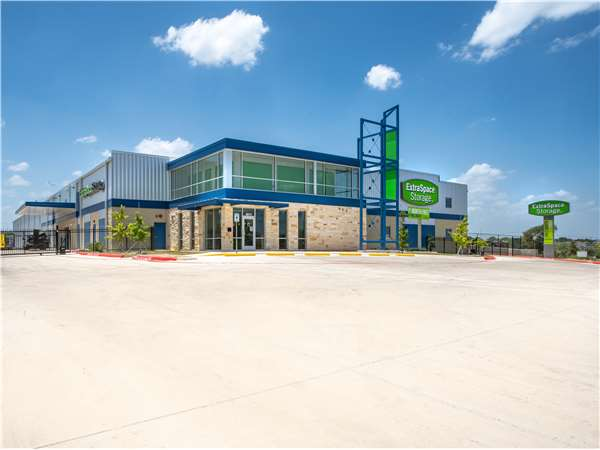 Image of Extra Space Storage Facility on 5611 Lone Star Parkway in San Antonio, TX
