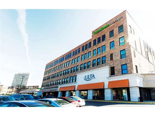Image of Extra Space Storage Facility on 1300 N Ashland Ave in Chicago, IL
