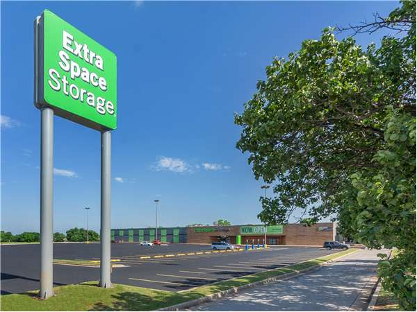 Image of Extra Space Storage Facility on 14009 E 21st St in Tulsa, OK