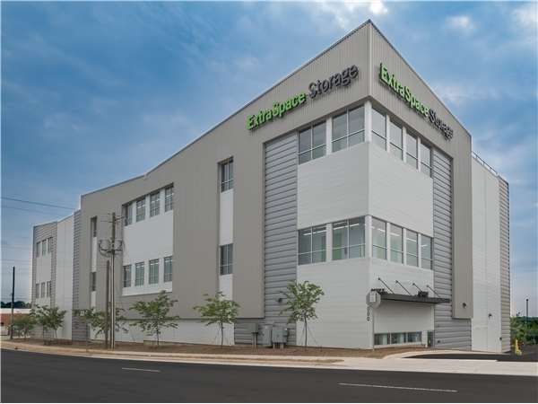 Image of Extra Space Storage Facility on 1000 N Graham St in Charlotte, NC