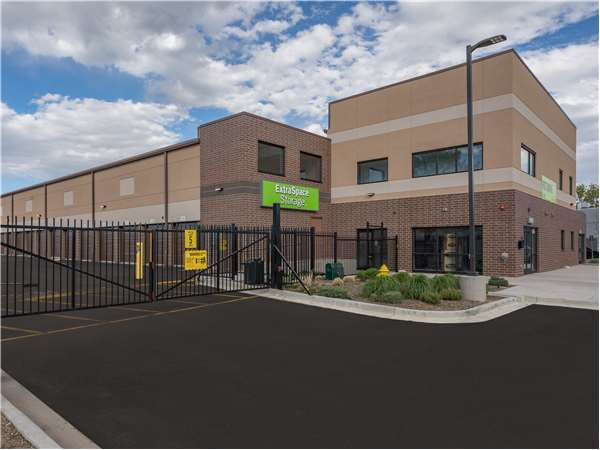 Image of Extra Space Storage Facility on 1660 S Abilene St in Aurora, CO