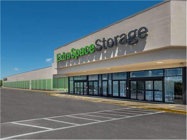 Image of Extra Space Storage Facility on 6500 Aaron Aronov Dr in Fairfield, AL