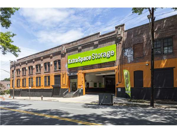 Image of Extra Space Storage Facility on 3240 Bronx Blvd in Bronx, NY