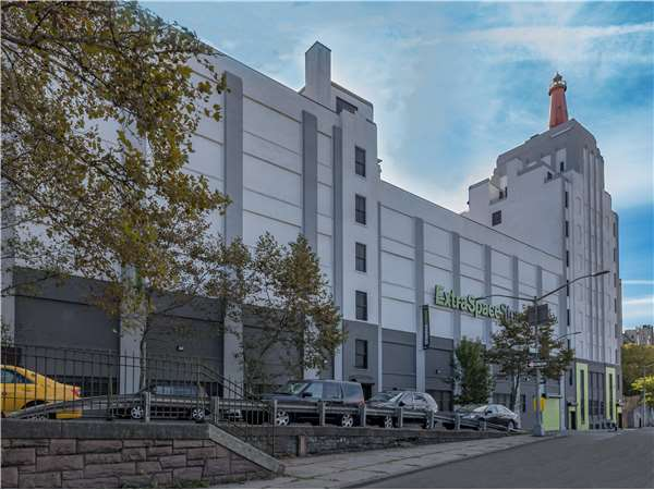 Image of Extra Space Storage Facility on 950 University Ave in Bronx, NY