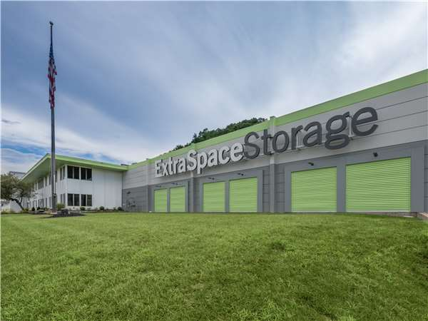 Image of Extra Space Storage Facility on 7 Sperti Dr in Edgewood, KY