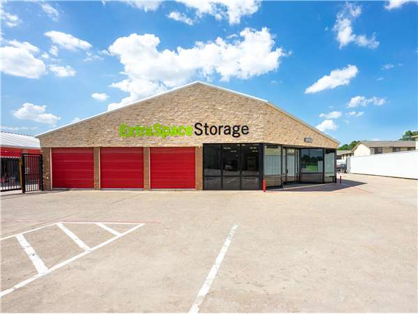Image of Extra Space Storage Facility on 1509 W Airport Fwy in Irving, TX