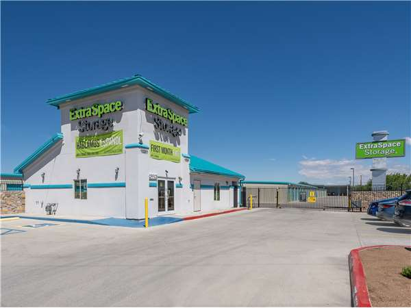 Image of Extra Space Storage Facility on 10201 Dyer St in El Paso, TX