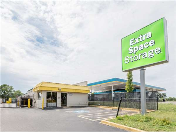 Image of Extra Space Storage Facility on 4175 Winchester Rd in Memphis, TN