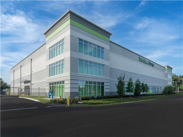 Image of Extra Space Storage Facility on 5012 W Laurel St in Tampa, FL