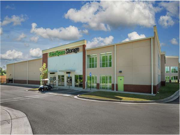 Image of Extra Space Storage Facility on 101 Huntington Ct in Athens, GA