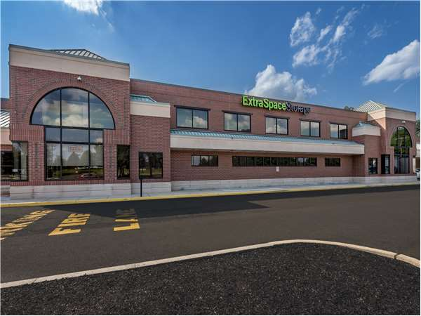 Image of Extra Space Storage Facility on 505 W Butler Ave in Chalfont, PA